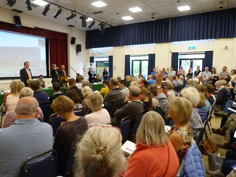 Buyer in the Mediterranean buys at East Dorset auction