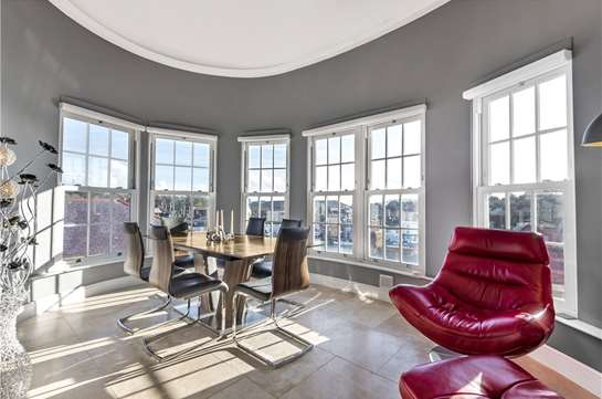 Spectacular duplex penthouse apartment with views over the harbour